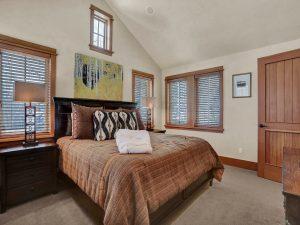 upper guest bedroom2